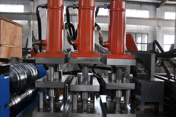 steel-frame-roll-forming-machine-4.jpg