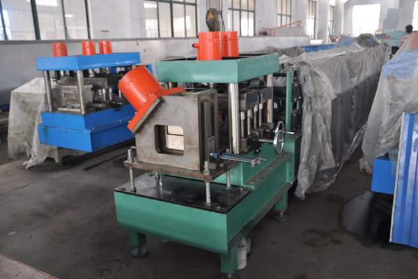 z-purlin-roll-forming-machine-5.jpg